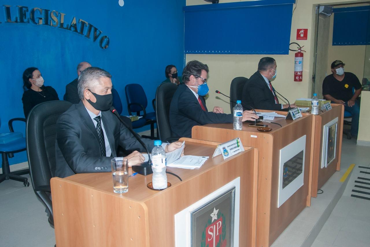 Plenário aprova projetos e requerimentos em sessão ordinária